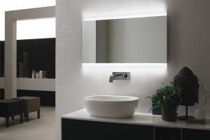 Specchiera retroilluminata LED modello VELA